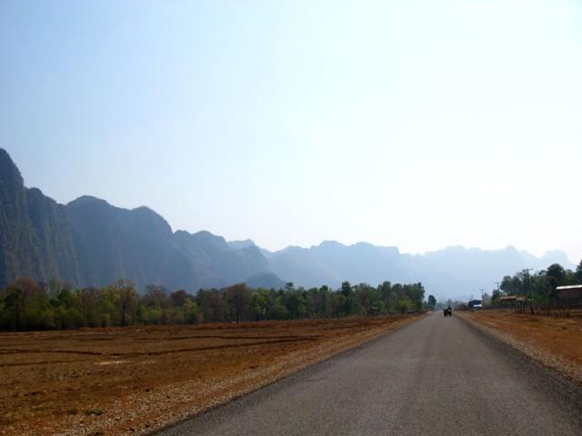 Дорога в пещеру Конг Ло