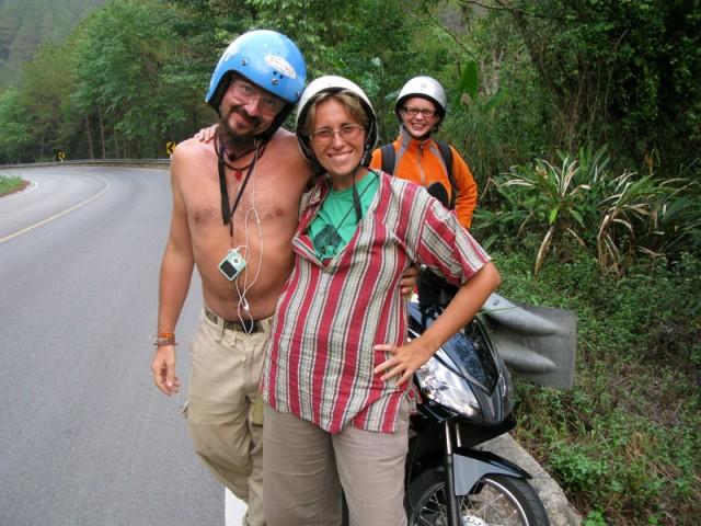 По дороге на высшую гору Тая было холодно и Вайт-дог отдал последнюю рубашку