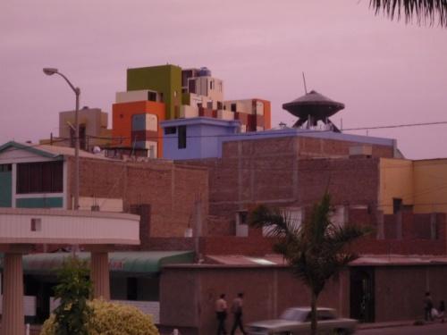 разноцветная у них там архитектурка