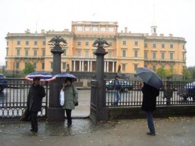 шел дождь... Выходим из Летнего сада..
