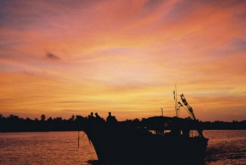 Закат. Кораблик.