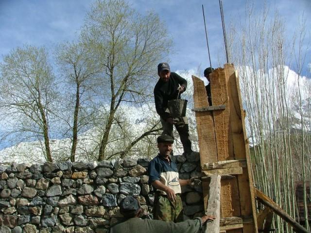 Да нет..пошутила))) мужики строят дом