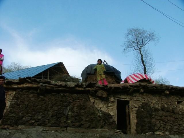 На крыше дома своего)))