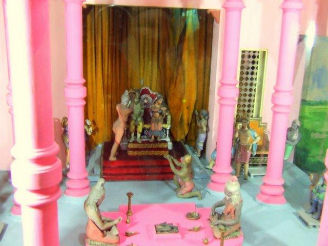 Дети используют домик куклы Барби  строго по назначению