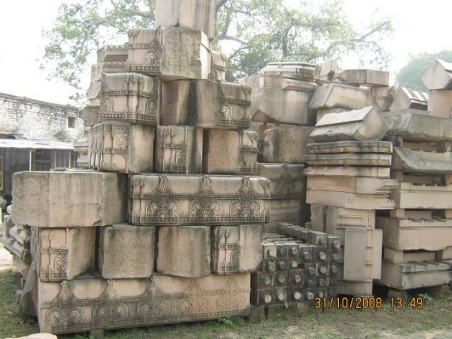 Вот из этих мраморных блоков