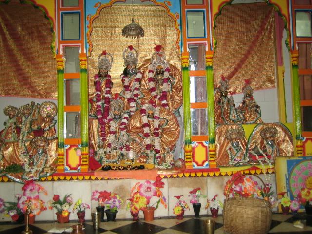 Алтарь в храме Рамы Ситы
