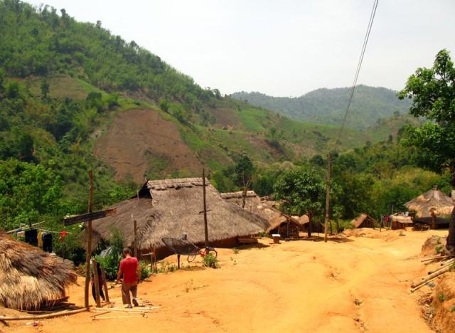 Деревня Лорча народности акха