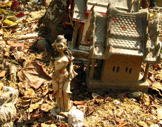 Лакшми на свалке, Ват Умонг