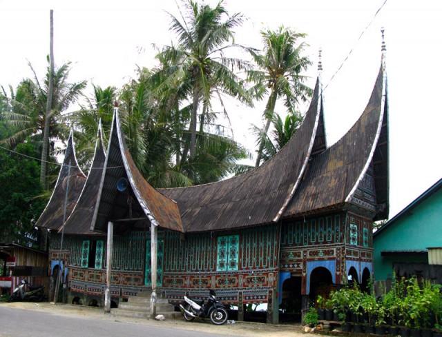 Дом-лодка народа Минангкабау