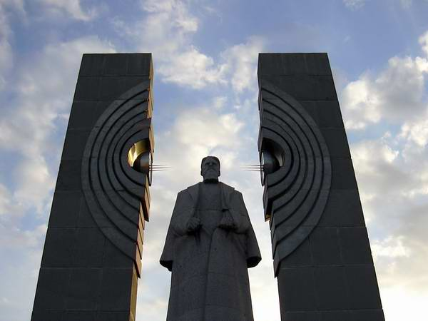 Памятник Курчатову.