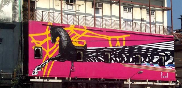 говорят, символ Мумбаи - черная лошадь..
