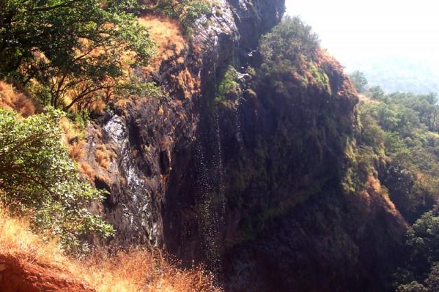 а слева - водопадик.....