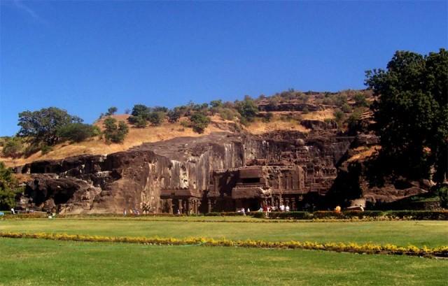 Общий вид на Кайлас-храм