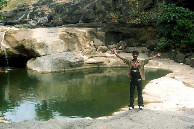 купаться - не решилась...так как видела в воде - змей...