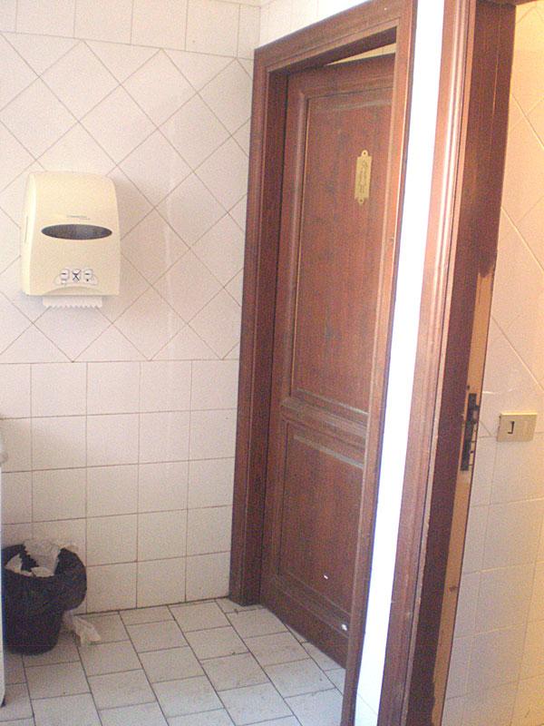 Туалетная комната в театре Массимо в Палермо (думаю, им должно быть неловко перед Неаполем))