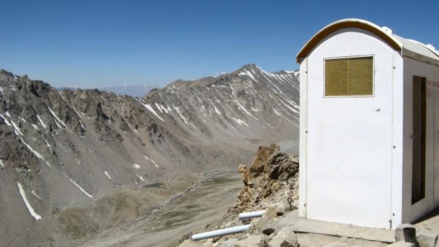 Самый высокогорный придорожный туалет в мире. Перевал Кхардунг Ла, Ладакх. 5359 метров