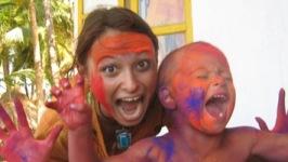 С сыном на семейном праздновании Холи в Гоа