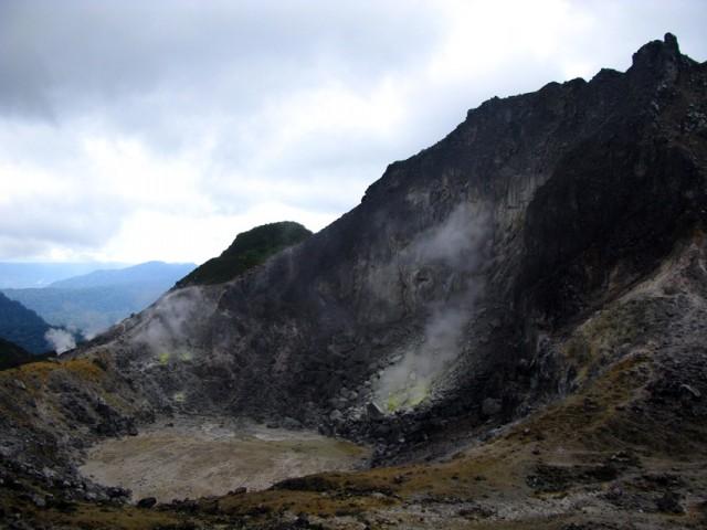 Кратер вулкана Сибаяк