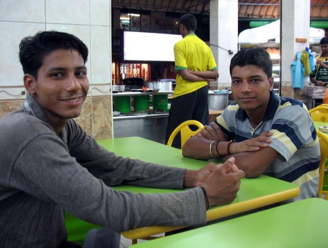 А эти скромные парни - гастарбайтеры из Пенджаба