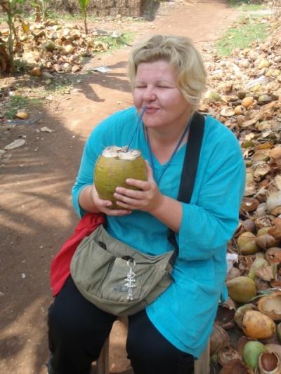Неужели это ты все кокосы выпила?