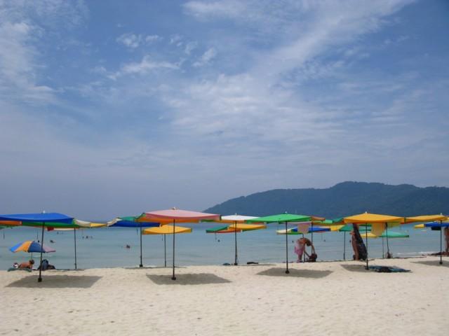 Цивильный пляж на другой стороне острова (Лонг Бич)