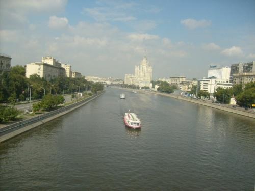 Вот  она  ,  красавица  Москва  река.  Красавица  .  что  бы  не  говорили
