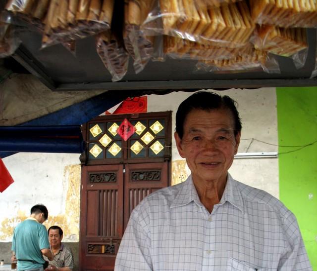 Китаец, продавец фруктов с нашей улицы
