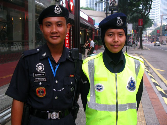Малайцы, на страже порядка
