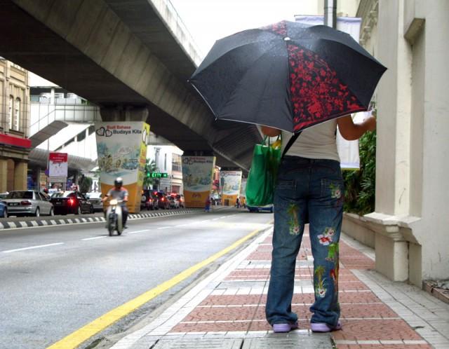 Зонтик на ножках