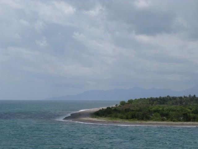 Ломбок (вдали Бали)