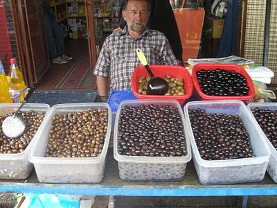 Оливки на рынке в Цетинье