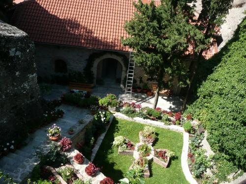 внутренний дворик женского монастыря