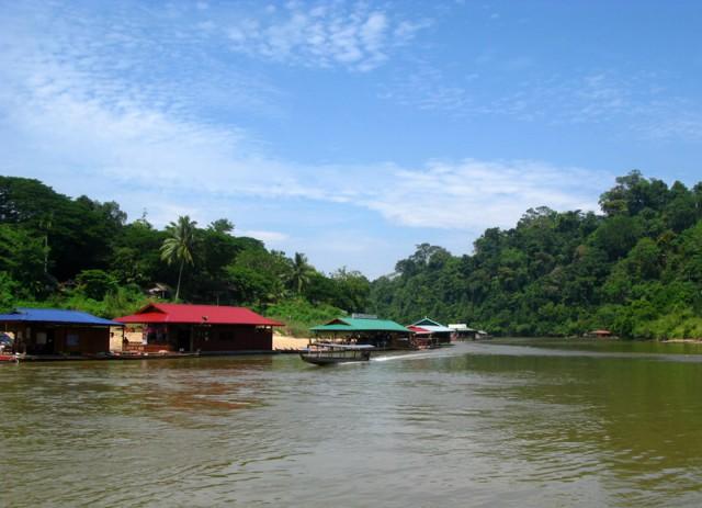 А вот и деревня Куала Тахан