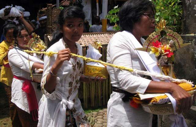 Церемония кремации на Бали. Перед шествием