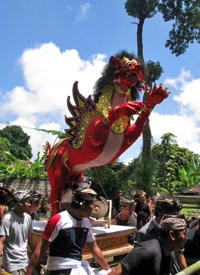 Церемония кремации на Бали. Шествие