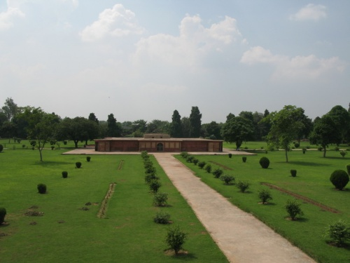 Гробница Najafkhan'а  издалека