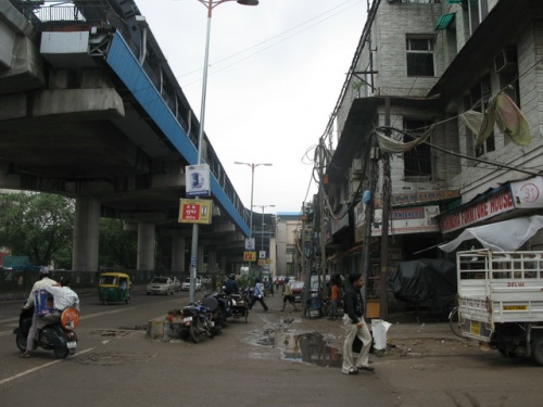 На подходе к Мейн-базар, станция RK Ashram MG