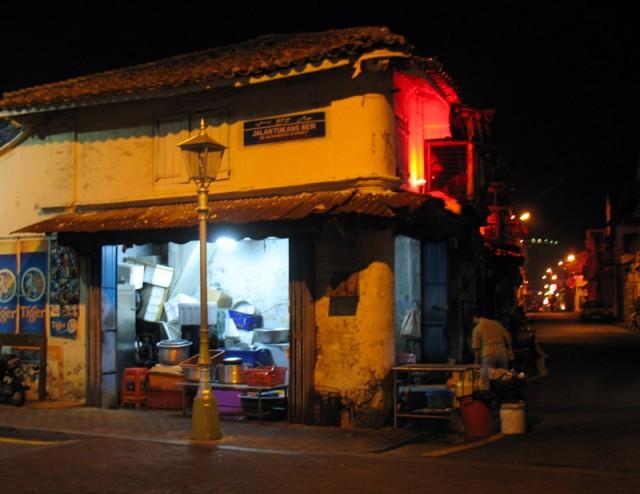 Ночь, улица, фонарь, Мелака...