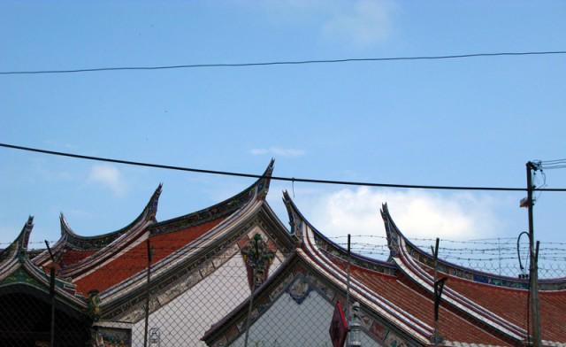 Крыши буддийских пагод. Мелака