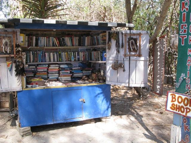 Книжный магазин - публика здесь интеллигентная