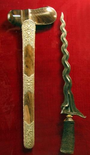 Извивающийся клинок - образ змея