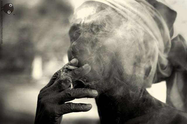 Курящий мэн из Варанаси. (Пьем чай на скамеечке.)