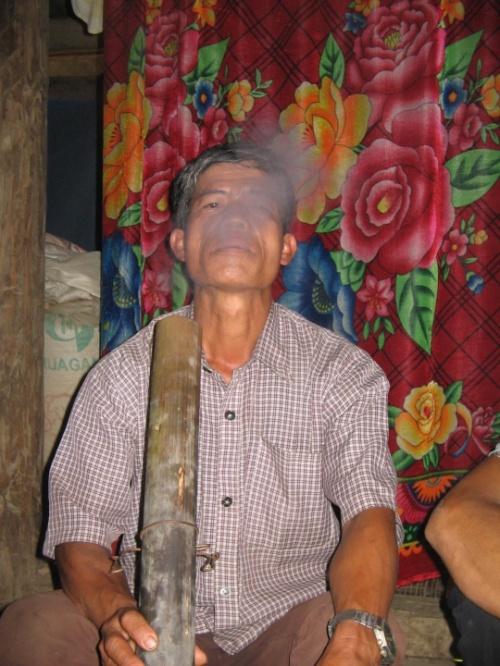 курящий лао(вьетнам)