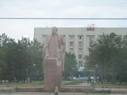 А Ленин в Караганде по-прежнему на площади