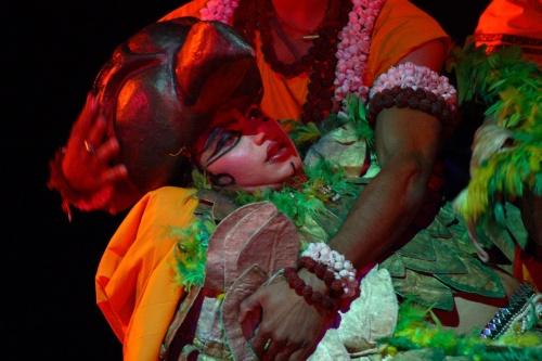 Джатаю погибает на руках Рамы