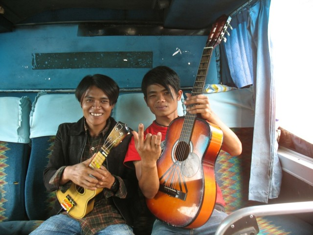 На Суматре вас встречают с оркестром!