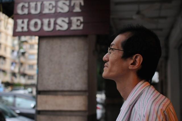 Его зовут Джеймс, он христианин и куала-лумпурец в 4-м поколении