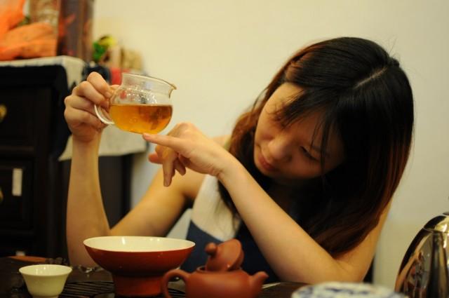 На чай можно смотреть бесконечно долго, его можно нюхать бесконечно долго и смаковать бесконечно долго