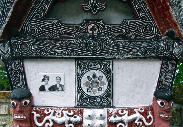 У царских могил