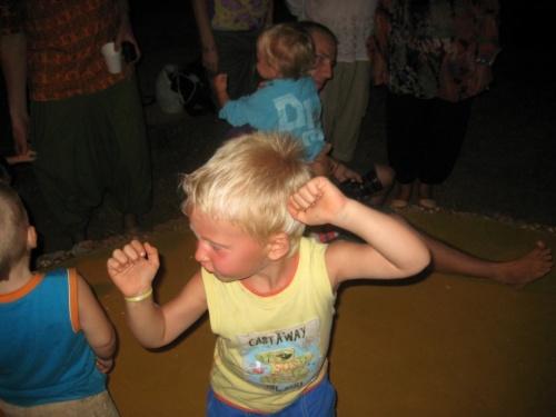 Танцуют всеееее!!!!Йо-хо!!!!)))))